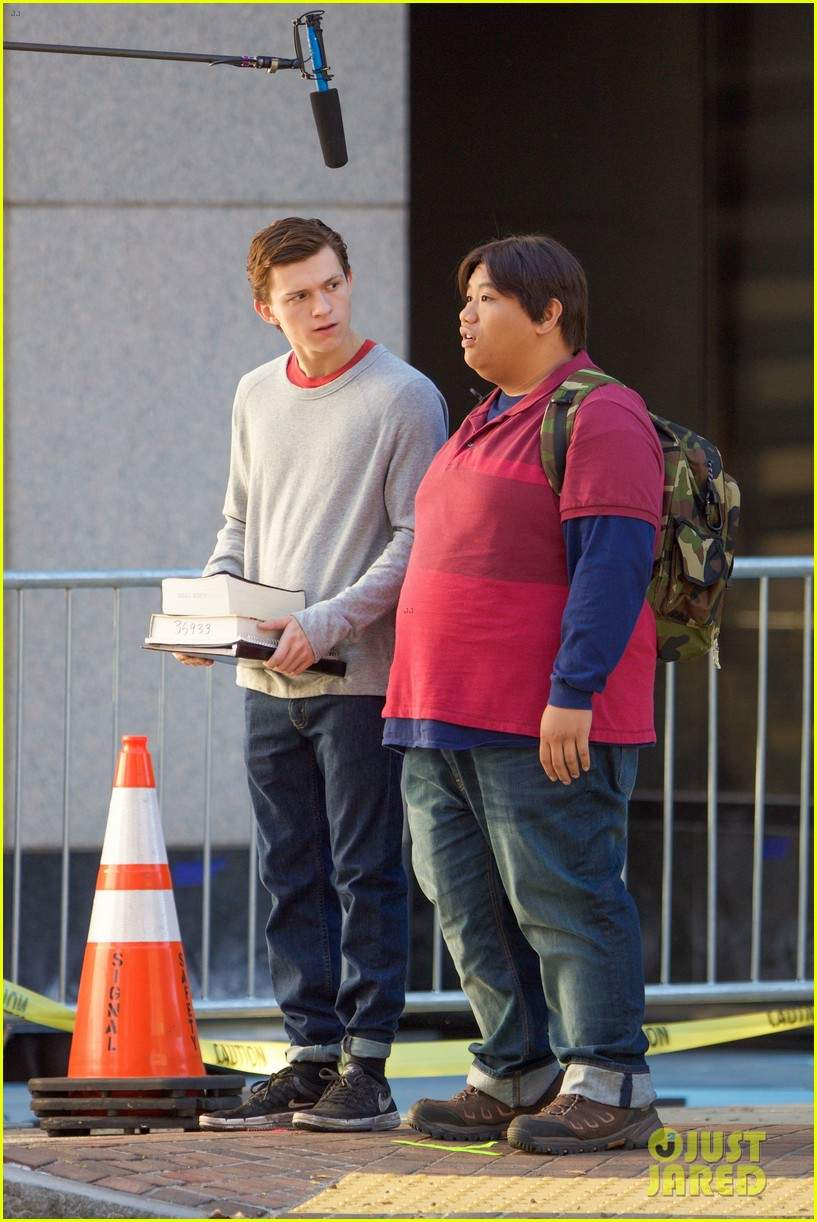 tom-holland-jacob-batalon-spiderman-set-05